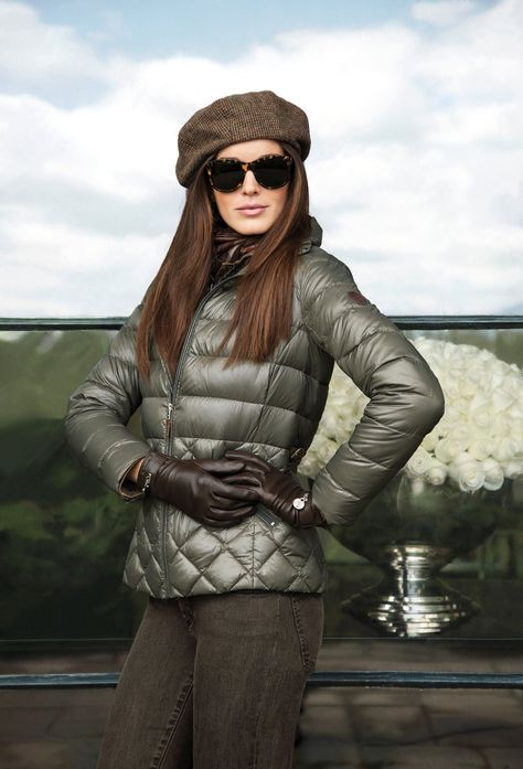 This Lauren Ralph Lauren lightweight quilted jacket is crafted from warm down and features stylish buckled tabs at the back of the waist.