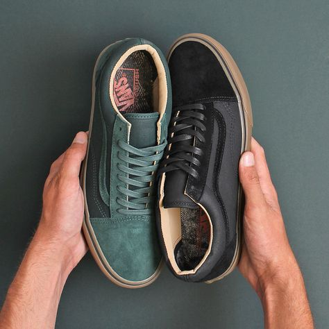 The Vans Old Skool - A DX Re-Issue with premium suede, leather and canvas uppers with the classic gum brown sole.