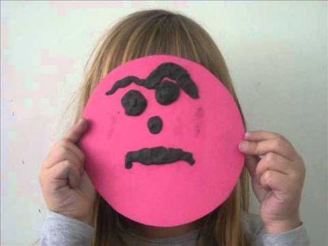 Εκφράζουμε συναισθήματα : Οι μαθητές της Α΄τάξης μελέτησαν τις εκφράσεις του προσώπου μας όταν νιώθουμε διάφορα συναισθήματα .Στη συνέχεια προσπάθησαν να αποδώσουν κάποια από αυτά τα χαρακτηριστικά με πλαστελίνη…και σας παρουσιάζουν το αποτέλεσμα !