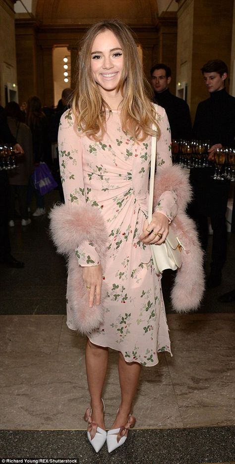 Suki Waterhouse, delivered a sartorial masterclass on Sunday when she attended the Topshop Unique Fashion Show at Tate Modern in a pale pink vintage frock.