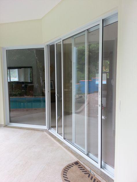 Sacada E Tela Mosquiteira Porta De Aluminio Branco Entre A Area