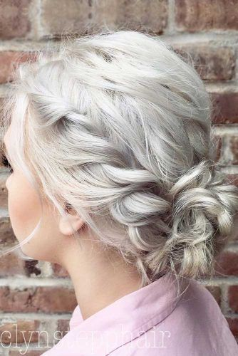 Short Hairstyles To Wear At The Christmas Party See More Https Lovehairstyles Com Short Hairstyle Short Hair Styles Hair Styles Christmas Party Hairstyles