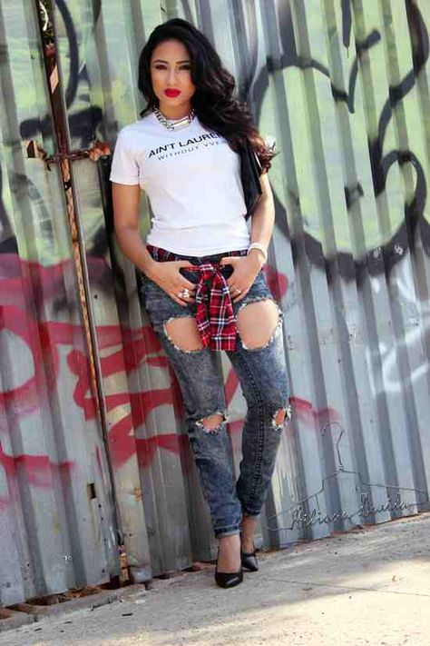 Graphic Tee x Ripped Jeans Hiliana Devila - Ecstasy Models