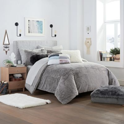 UGG® Polar Reversible Twin//Twin XL Comforter Set in Snow White