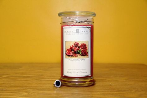 An exotic and sweet scent that is refreshing and slightly floral.