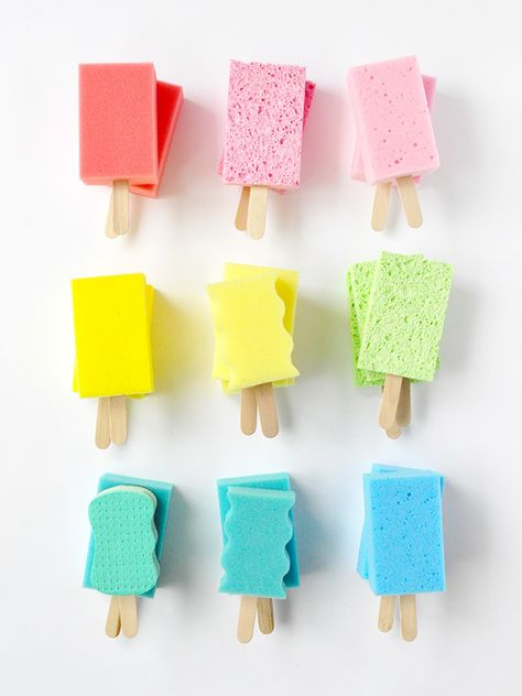 DIY Easy Kids Craft : Dish Sponge Popsicles Turn colorful dish sponges into these playful popsicle decorations for your next summer party! Diy Crafts For Kids Easy, Christmas Crafts For Toddlers, Summer Crafts For Kids, Diy Craft Projects, Kids Crafts, Easy Diy, Party Crafts, Summer Diy, Beach Crafts