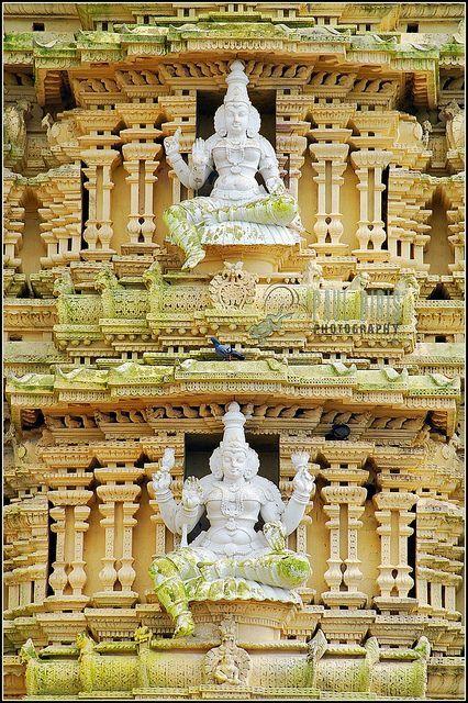 Chamundeswari Temple On Chamundi Hill Flickr Templo Hindú Arquitectura India Castillos