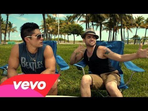 ▶ Chino & Nacho - Mi Chica Ideal - YouTube Contiene muchos ejemplos del pretérito en la forma yo y el gerundio.  Al final aparecen muchos latinos famosos, cantantes, atletas y más.