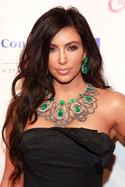 Dunkle Schokolade Lange Wellige Frisur Kim Kardashian Haare Kim Kardashian Frisuren Kardashian Frisuren