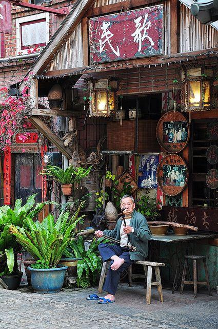 Not original image Beautiful Islands, Beautiful Places, Taiwan Culture, Chinese Buildings, Asian Architecture, Aesthetic Japan, Japan Street, Taiwan Travel, Japanese Streets