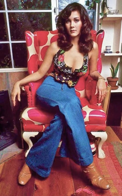 Lynda Carter - 1976 TV star Wonder woman actress vintage fashion style 70s jeans, vest halter top & boots.
