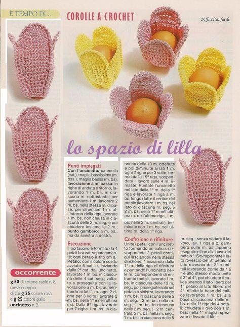 Un Mazzo Di Fiori Composto Da 5 Rose 7 Tulipani.Un Tulipano A Crochet Racchiude Le Uova Per La Tavola Di Pasqua