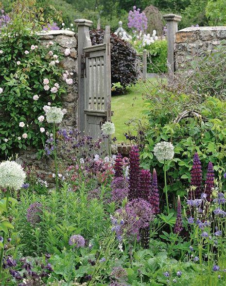 Die Wurzel Des Glaubens Ist Das Wissen Einer Person Und Eine Der Grossten Fallen Ist Gartentore Cottage Garden Garden Gate Design Garden Wall