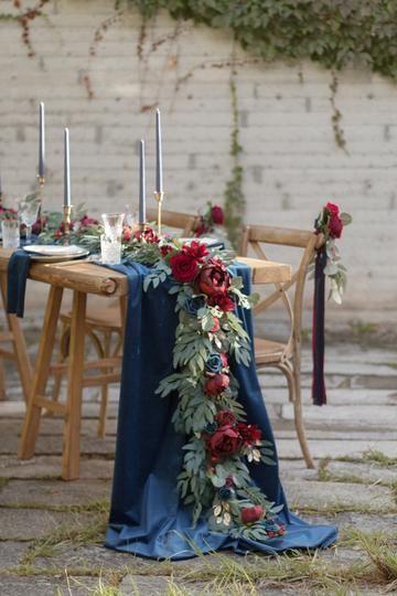 Navy And Burgundy Wedding, Burgundy Wedding Flowers, Jewel Tone Wedding, Burgundy Wedding Colors, Rustic Red Wedding, Unique Wedding Colors, Navy Blue Flowers, Winter Wedding Colors, Marine Wedding Colors