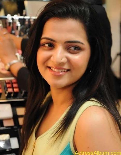 Vijay tv anchor divyadarshini hot stills | Divya Dharshini in 2019