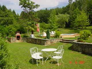Jardin des chambres d'hôtes à vendre à Lesaprrou en Ariège