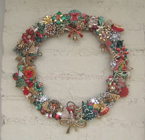 Christmas Wreath Vintage Brooch