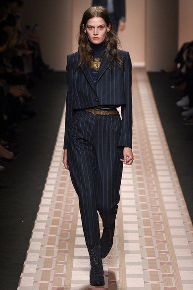 Trussardi Fall 2017 Ready-to-Wear collection, runway looks, beauty, models, and reviews.