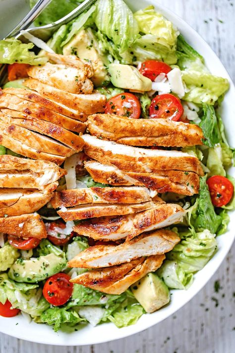 Blackened Chicken and Avocado Salad - - Crisp and full of flavor, this easy chicken salad with avocado is the easiest and healthiest meal you will ever make! - by salad Blackened Chicken and Avocado Salad Avocado Salad Recipes, Avocado Chicken Salad, Chicken Salad Recipes, Salmon Salad, Avocado Dessert, Recipe Chicken, Food With Avacado, Shrimp Recipes, Avacado Meals