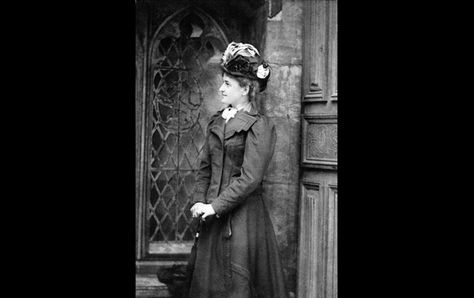 Daisy in London, c. 1890, in a photograph taken by Alice Hughes.  I've never seen this picture