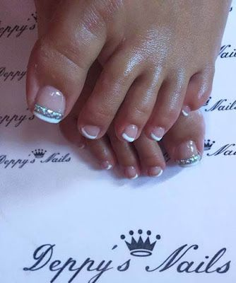 Summer Toe Nail 2018 French Pedicure With Gems Summer Toe Nails Nails Design With Rhinestones Nail Designs Spring