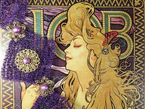 GIOIELLI LIBERTY Mucha è stato un grande esponente francese del periodo Liberty, le figure femminili che ha ritratto sono note per fascino e sensualità. Il Bracciale Silvia 08, in filo metallico viola lavorato all'uncinetto, ben si sposa con questa immagine del 1896. Disponibile su: http://www.raffaelladeangeli.it/…/124-bracciale-silvia-08-f… #RaffaellaDeAngeli #MadeInITALY #ProdottoUnico #ArtigianiItaliani #Bracciali