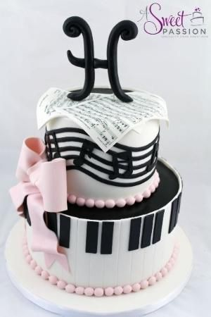 We loved creating this musical themed birthday cake for a music