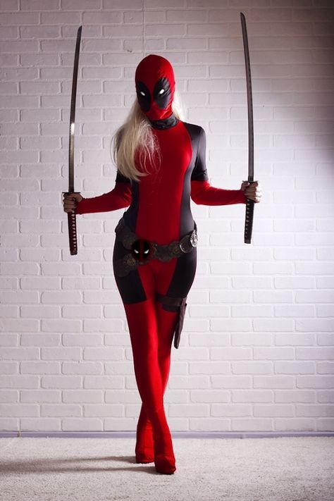 Lady Deadpool Cosplay