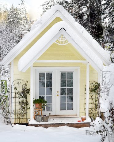 Adorable She Sheds To Inspire Your Own Garden Escape In 2020 Building A Shed Shed Design She Sheds