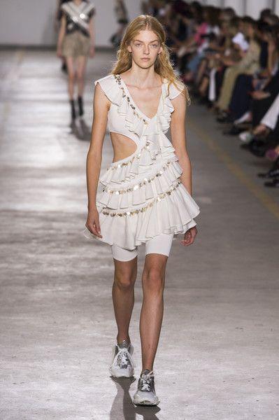 Roberto Cavalli At Milan Fashion Week Spring 2019 Fashion Italian Fashion Designers Fashion Design