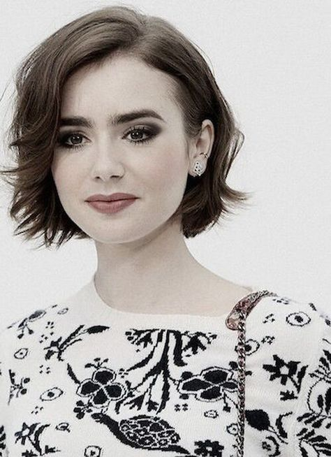 Short Bob Hairstyle for Round Faces.
