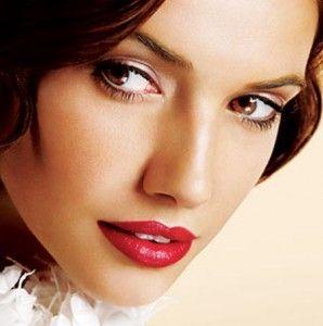 Si usarás color fuerte en los labios no cargues mucho los ojos http://bit.ly/nupciaspalacio