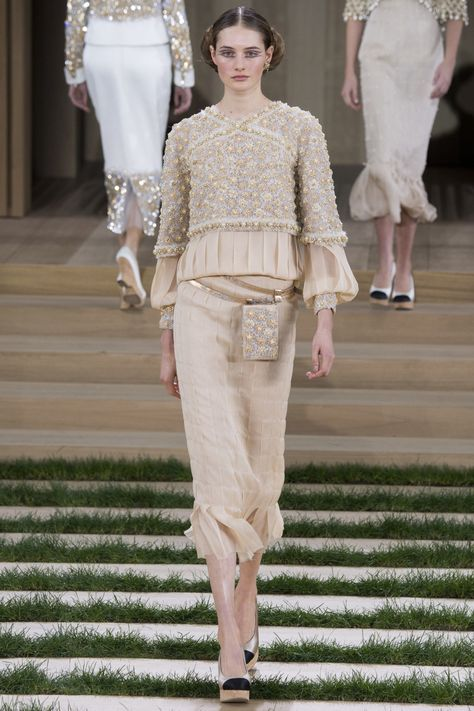 Chanel Parigi - Haute Couture Spring Summer 2016 - Shows - Vogue.