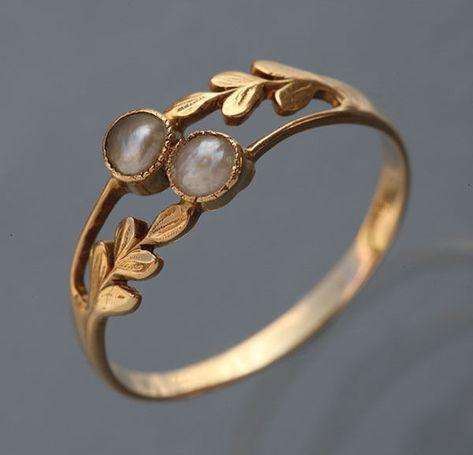 Laureate Ring - Tadema Gallery