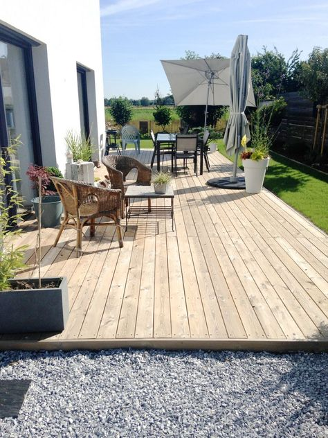 Parterre inclus dans une terrasse en bois jardin Pinterest