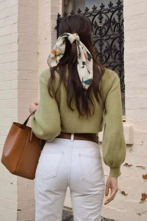 7 Chic Ways To Dress Like a French Women. How to style your clothing to achieve the classic Parisian chic look #frenchstyle #style #fashion #street #inspiration #blogger