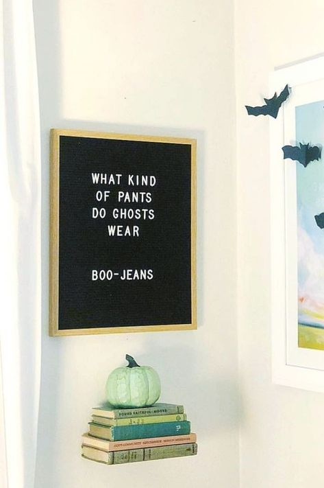 What kind of pants do ghosts wear Boo-jeans quot; Check out our favorite funny Halloween letter board ideas here. Felt Letter Board, Felt Letters, Baby Letters, Letterboard Signs, Funny Signs, Word Board, Quote Board, Message Board, Jokes For Kids