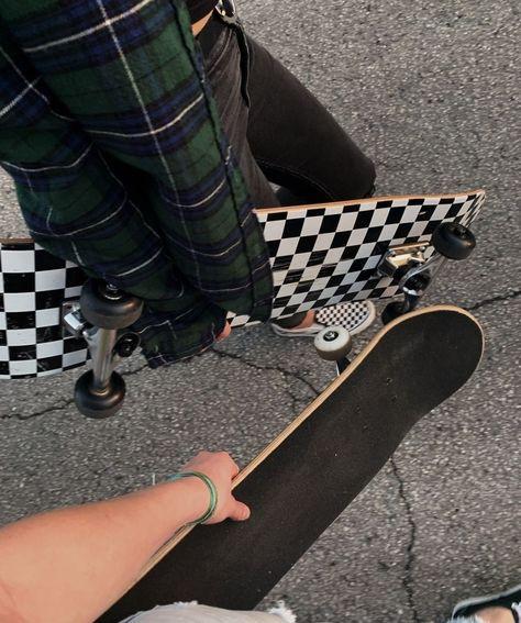 Image about girl in Mi estilo by Andrea Lopez Retro Aesthetic, Aesthetic Grunge, Aesthetic Photo, Aesthetic Pictures, Skate 3, Skate Girl, Skate Style Girl, Skateboard Deck Art, Skateboard Girl