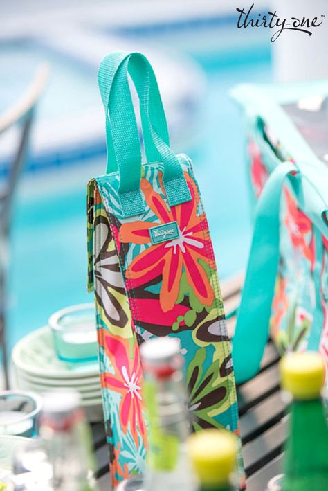 Keep your favorite beverage cool this summer with our Perfect Bottle™ Thermal! www.mythirtyone.com/juliesahli