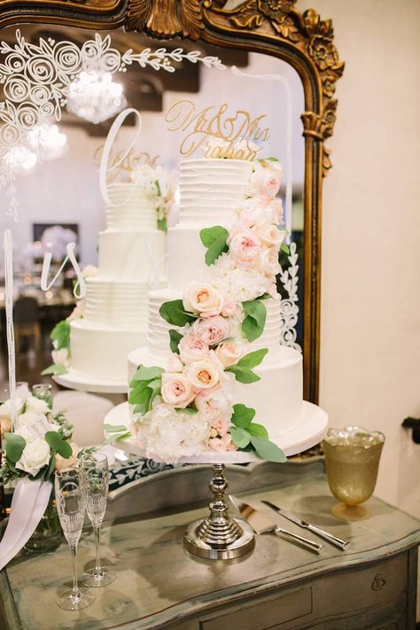 Alicia+Brodie #florafetish #flowers #wedding #atxwedding #austinwedding #drippingsprings #MaMaison #outdoorwedding #texaswedding #texasbride #blush #weddingflowers #weddingfloral #whitehydrangeas #blush #white #pink #lightpink #blushwedding #austinbride #hillcountryweddings #drippingspringsweddings #cakefloral #cakeflowers #simonleebakery #kierragardenroses #peachroses #peachflowers #blushgardenrose #silverdollareucalyptus
