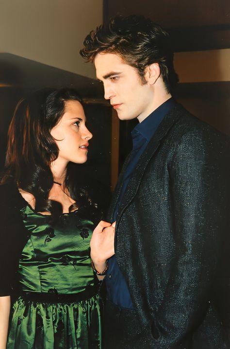 Twilight Scenes, Twilight Saga Quotes, Twilight Saga New Moon, Twilight 2008, Twilight Saga Series, Twilight Cast, Twilight Pictures, Twilight Bella And Edward, Edward Bella