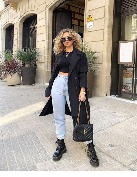 Black trench and jeans - Miladies.net