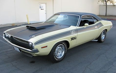 Example of Cream paint on a Chrysler 1970 Dodge Challenger
