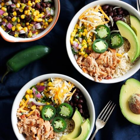 Better than Chipotle DIY Chicken Burrito Bowls that are awesome for clean eating and healthy meal prep. Chicken can be made in the slow cooker for ease! #burritobowl #chickendinner #healthydinner #mealprep