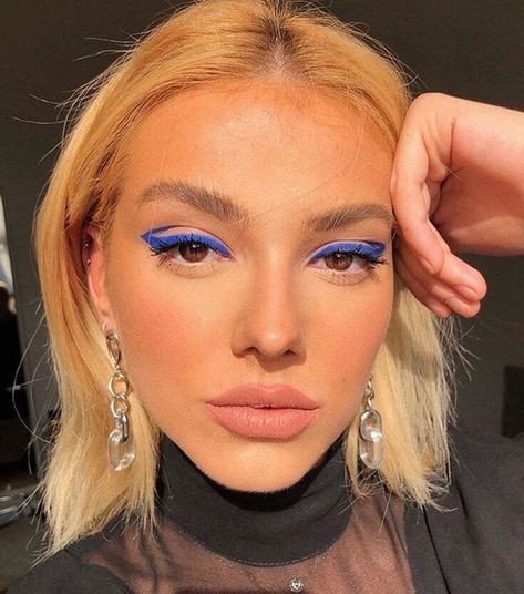 """TRENDY FEMALE FASHION on Instagram: """"eye makeup pt 6 💙 Follow @trendyff for more posts like these ✔️"""""""