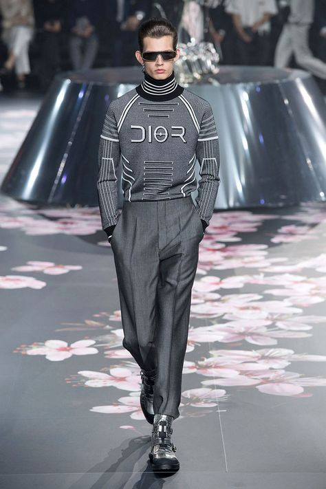 Elegant Robotic Fashion Runways - Futurism is a Central Theme for Dior's Pre-Fall 2019 Collection (TrendHunter.com)