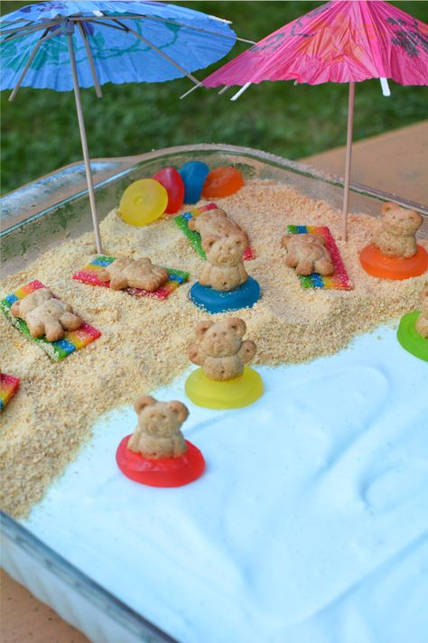 How cute is this beach scene dessert. This fluffy and light dessert will be a crowd pleaser. You won't believe how easy this fun snack is! Just a few minutes of prep and freezer for 3 hours. Summer Treats, Summer Desserts, Kid Desserts, Baking Desserts, Luau Party, Party Snacks, Beach Party, Beach Dessert, Beach Themed Desserts