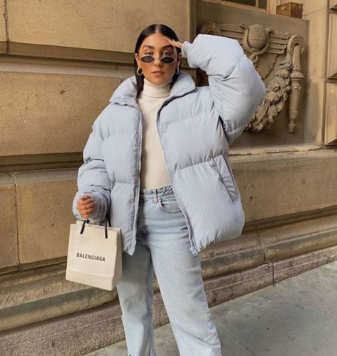 michelle :) This light blue puffer jacket worn with light wash denim is such a c. - michelle :] This light blue puffer jacket worn with light wash denim is such a cool fall outfit ide -