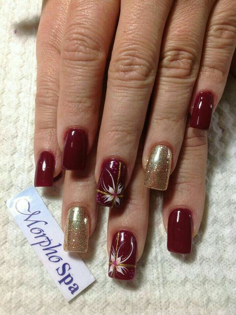 <img> Winter nails with snowflake; red and white Christmas nails; cute and unique Christmas nails;