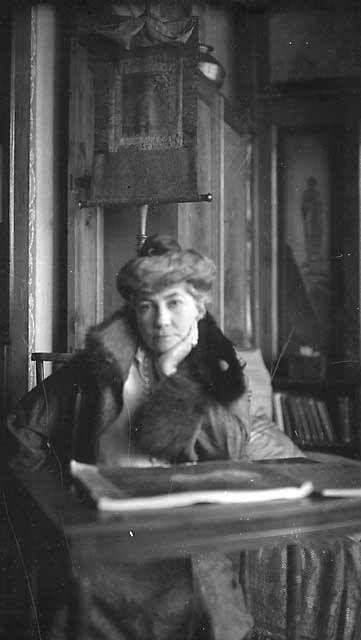 Елена Ивановна Рерих 1930, Наггар, Индия | Historical figures, Historical,  Art